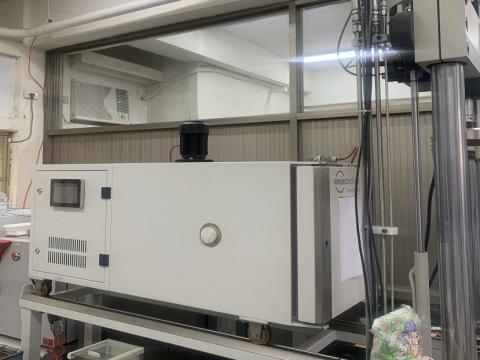 台灣大學材料科學及工程學系研究室<雙系統整合:拉力與溫度的測試>