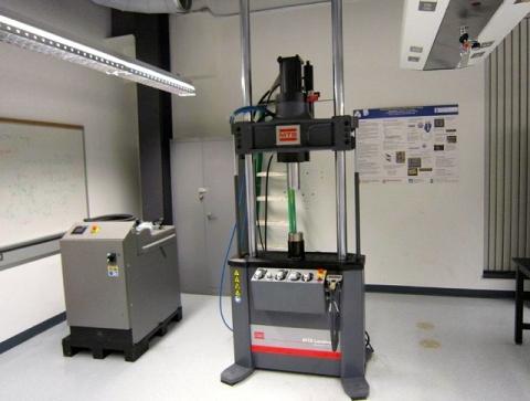 MTS 250kN 動態試驗機